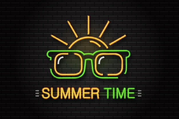 Enseigne au néon de lunettes et soleil pour la décoration sur le fond du mur. logo néon réaliste pour l'heure d'été. concept de vacances et de loisirs heureux.