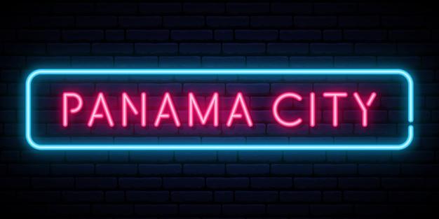 Enseigne au néon de panama city.