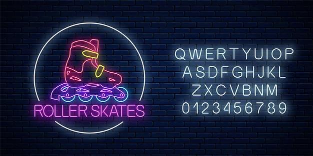 Enseigne au néon rougeoyante de patins à roulettes dans un cadre circulaire avec alphabet sur fond de mur de briques sombres. symbole de zone de skate dans un style néon. logo de location de patins à roulettes. illustration vectorielle.