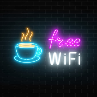 Enseigne de café néon avec zone wifi gratuite. tasse à café chaude et lettrage publicitaire signe lumineux.