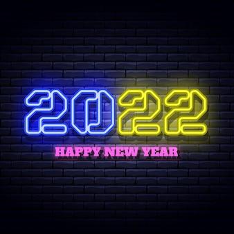 Enseigne néon lumineux de nouvel an sur le mur de briques.