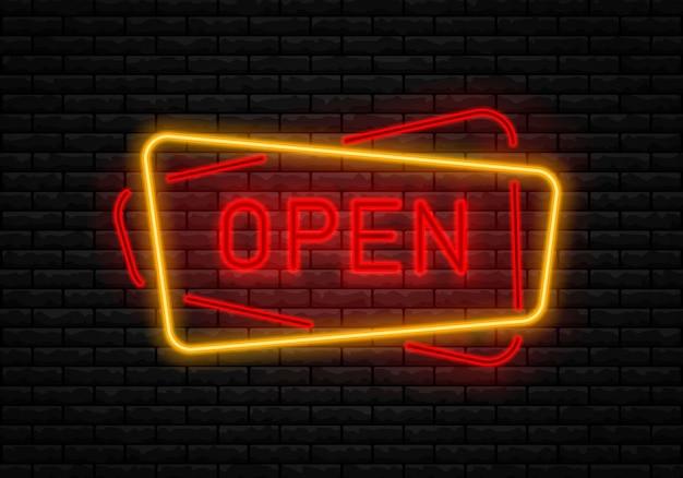 Enseigne ouverte au néon sur le mur de briques.