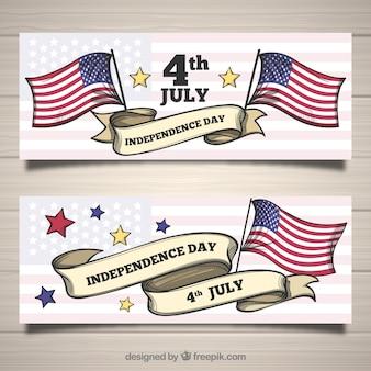 Ensemble de 4 bannières de juillet avec des drapeaux