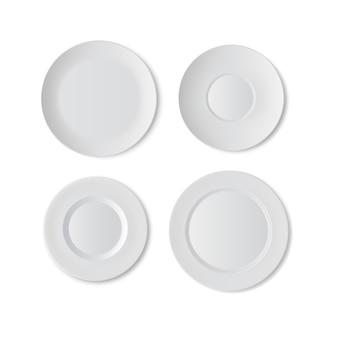Ensemble d'assiettes, vaisselle de cuisine, plat blanc isolé sur fond blanc