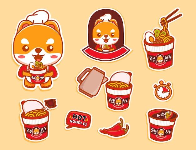 Ensemble d'autocollant de personnage de chien mignon et d'instructions de tasse de nouilles instantanées épicées chaudes. vecteur de dessin animé kawaii