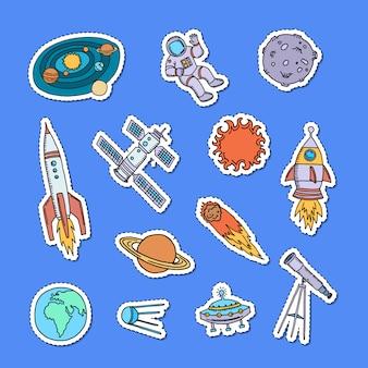 Ensemble d'autocollants d'éléments de l'espace dessinés à la main