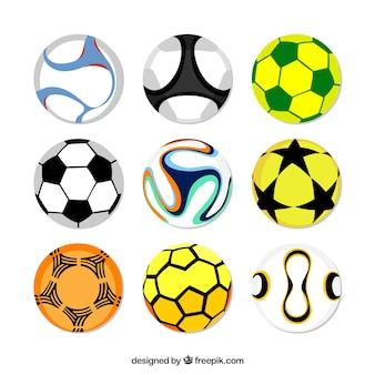 Ensemble de ballons de soccer dans le style plat