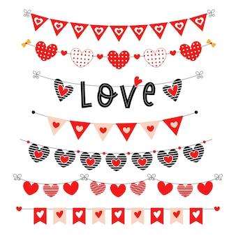 Ensemble de banderoles rouges saint valentin. drapeaux de triangle de fête avec des coeurs.