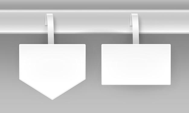 Ensemble de blanc blanc carré flèche papper prix de publicité en plastique wobbler vue de face isolé sur fond