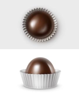 Ensemble de bonbons au chocolat amer noir foncé réaliste en blanc brillant ondulé papper wrapper vue latérale supérieure close up isolé