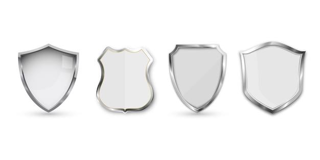 Ensemble de bouclier métallique isolé sur blanc.