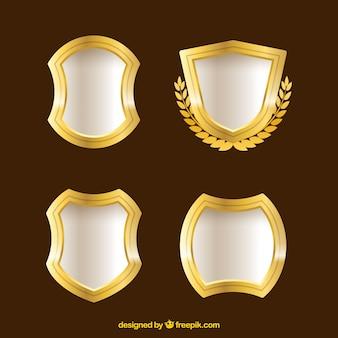 Ensemble de boucliers avec des bords d'or