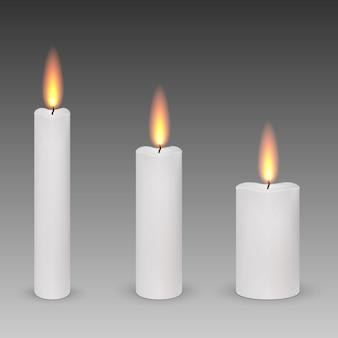 Ensemble de bougies allumées paraffine réalistes isolés