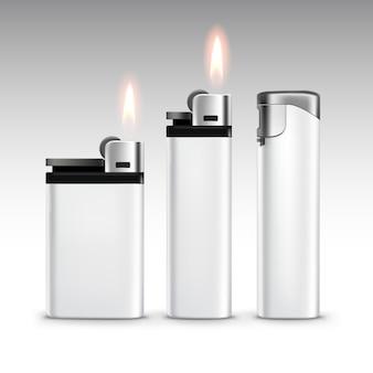 Ensemble de briquets en métal en plastique blanc blanc avec flamme close up isolé sur blanc