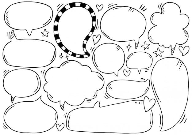 Ensemble de bulles de discours dessinés à la main dans un style doodle