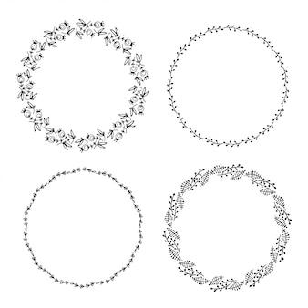 Ensemble de cadres floraux doodle dessinés à la main.