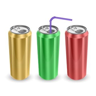 Ensemble de canettes en aluminium de couleurs jaune, vert et rouge, isolé sur fond blanc.