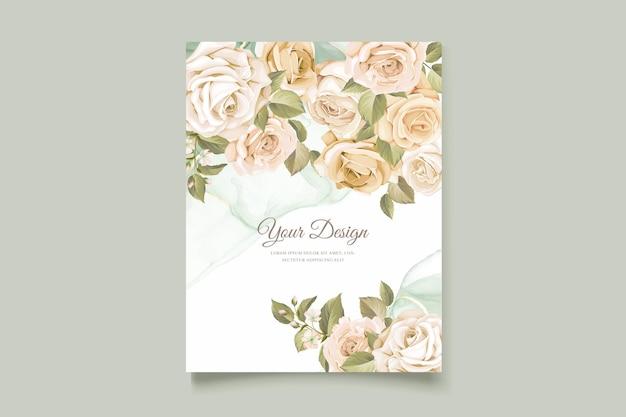 Ensemble De Cartes D'invitation De Mariage De Belles Roses Dessinées à La Main Vecteur gratuit