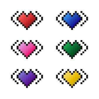 Ensemble de coeurs colorés d'icônes vectorielles pixel art. images de coeur rouge, rose, violet, bleu, vert, jaune sur fond blanc. éléments pour le jeu, le design, les illustrations en style cartoon.