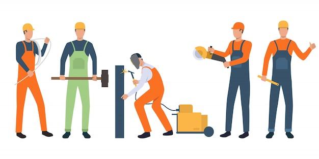 Ensemble de constructeurs, électricien, soudeur et bricoleurs travaillant