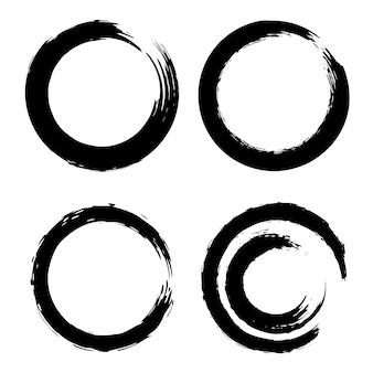 Ensemble de coups de pinceau noir sous la forme d'un cercle. élément pour affiche, carte, signe, bannière. illustration