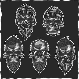 Ensemble de crânes isolés sur fond noir