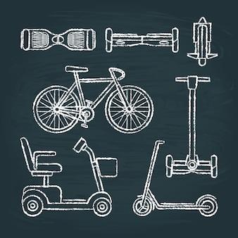 Ensemble de croquis de scooter et de vélo sur tableau noir