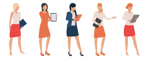 Ensemble de dames confiants tenant des présentations