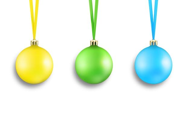 Ensemble de décorations de boules de noël réalistes colorées avec des rubans