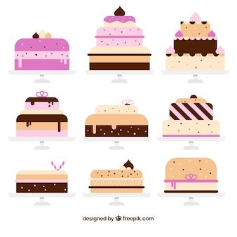 Ensemble de délicieux gâteaux avec glaçage et crème