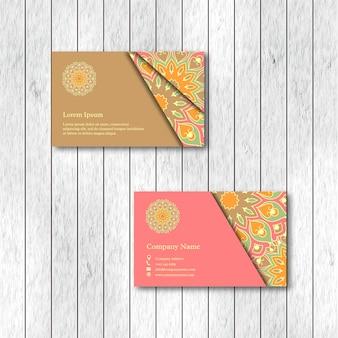 Ensemble de deux cartes de mandala floral ornemental.