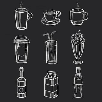 Ensemble de différentes boissons dessinées à la main sur le tableau noir.