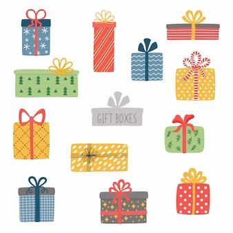 Ensemble de différents coffrets cadeaux emballés colorés. coffret cadeau de noël.