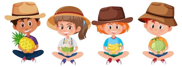 Ensemble de différents enfants tenant des fruits