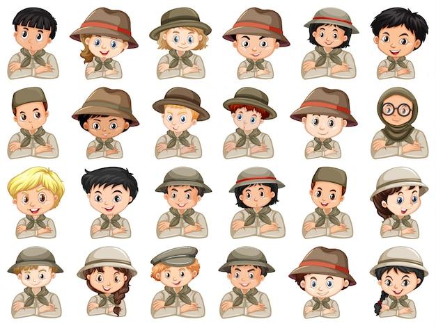Ensemble de différents personnages de costume de scout garçons et filles sur fond blanc