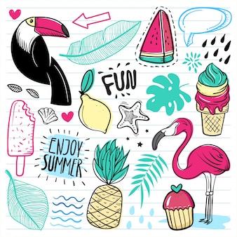 Ensemble de doodle mignon d'été sur fond de papier