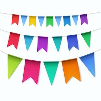 Ensemble de drapeaux de guirlandes bruants multicolores sur fond blanc