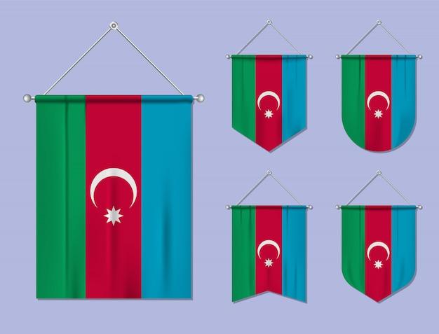 Ensemble de drapeaux suspendus azerbaïdjan avec texture textile. formes de diversité du pays du pavillon national. fanion de modèle vertical