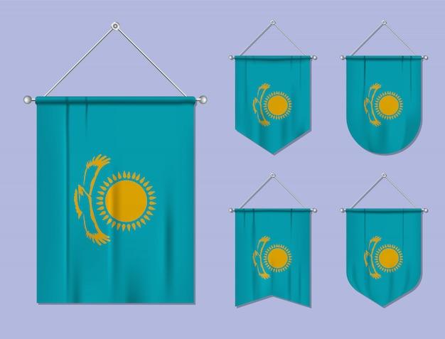 Ensemble de drapeaux suspendus kazakhstan avec texture textile. formes de diversité du pays du pavillon national. fanion de modèle vertical