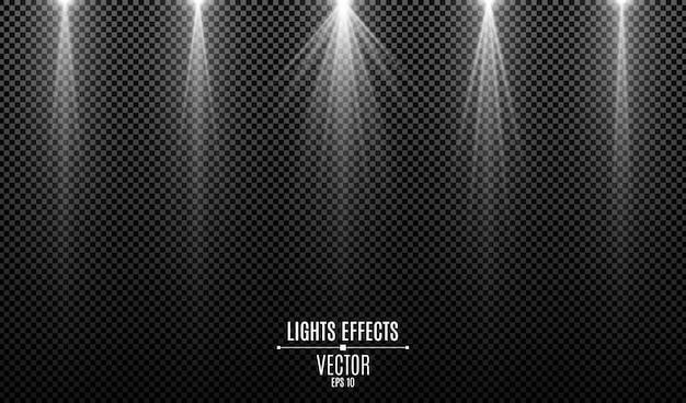 Ensemble d'effets de lumières blanches isolés sur un fond transparent sombre. rayons blancs.