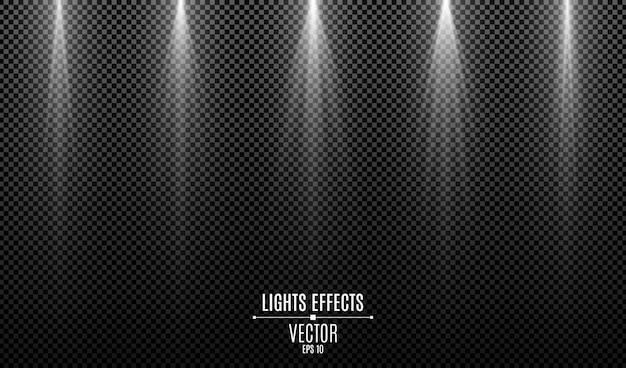 Ensemble d'effets de lumières élégantes blanches isolés sur un fond transparent sombre. rayons blancs.