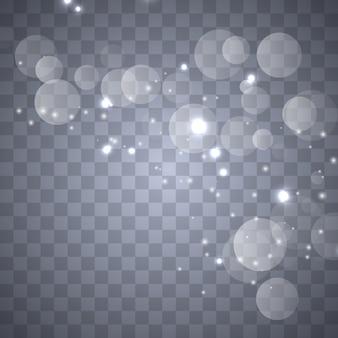 Ensemble d'effets de lumières rougeoyantes dorées isolés sur transparent. flash solaire avec rayons et projecteurs.