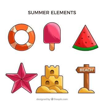Ensemble d'éléments de l'été dans le style dessiné à la main