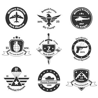 Ensemble d'emblèmes militaires monochromes