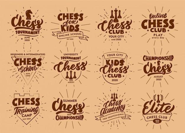 Ensemble d'emblèmes et de timbres d'échecs vintage. insignes de sport, autocollants sur fond beige.