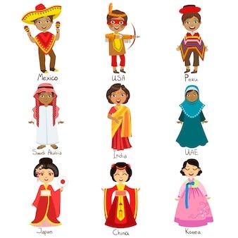 Ensemble d'enfants en costumes nationaux