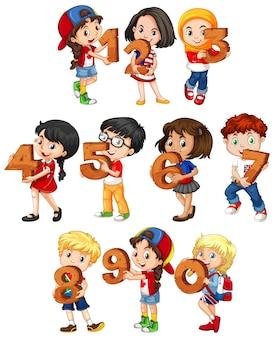 Ensemble d & # 39; enfants différents détenant un numéro de maths