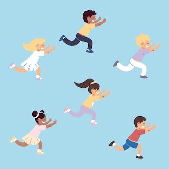 Ensemble d & # 39; enfants jouent à la course