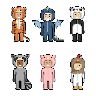 Ensemble d'enfants mignons de dessin animé en costumes d'animaux