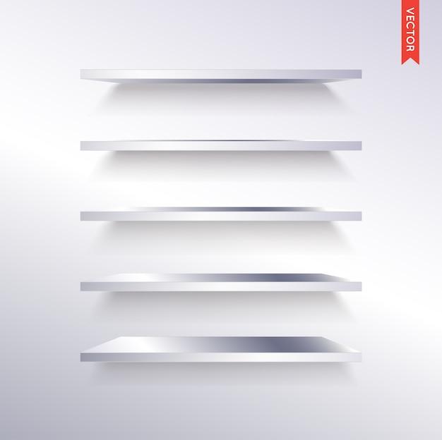 Ensemble d'étagères en métal ou en acier isolé sur le fond du mur